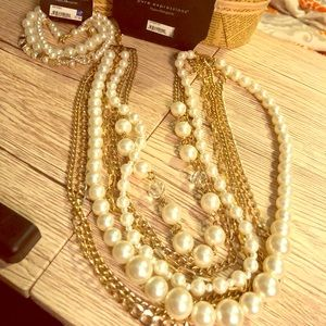 Pearl and gold tone necklace and bracelet set